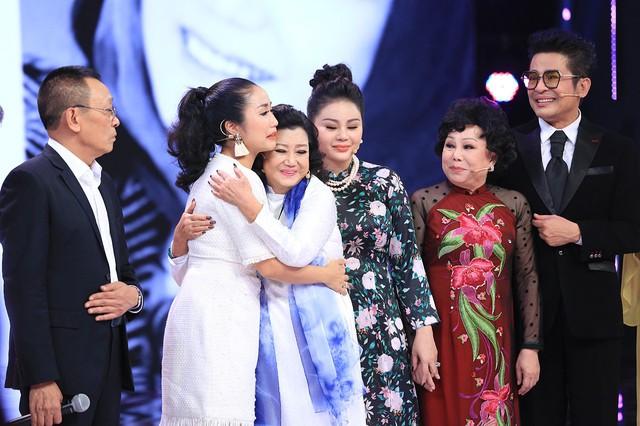 NSND Kim Cương tái xuất khiến loạt sao Ký ức vui vẻ khóc - Ảnh 2.