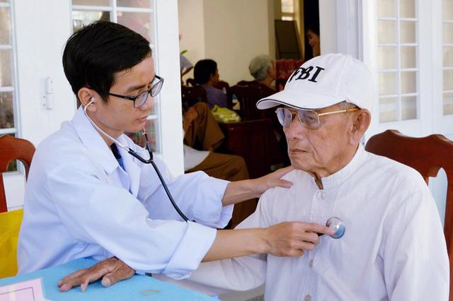 Khám, tư vấn, cấp thuốc miễn phí cho 150 người cao tuổi - Ảnh 5.