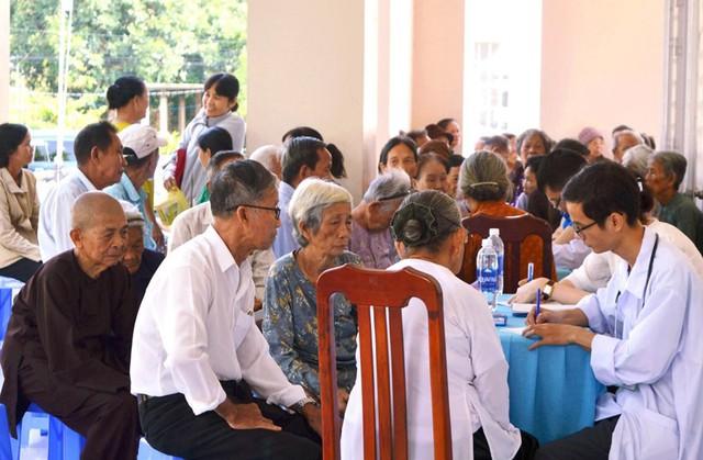 Khám, tư vấn, cấp thuốc miễn phí cho 150 người cao tuổi - Ảnh 1.