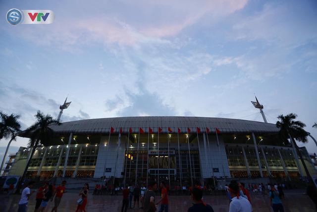 ĐT Việt Nam – ĐT Malaysia: Rực rỡ sắc màu CĐV trước trận đấu - Ảnh 12.