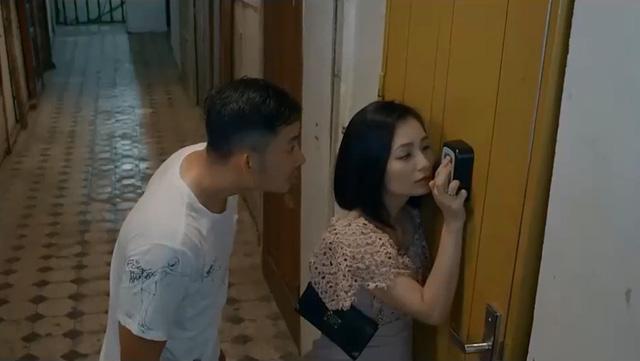 Hoa hồng trên ngực trái - Tập 20: San bị chồng bắt gặp khi trai trẻ đưa tận về nhà - Ảnh 1.