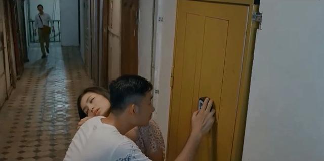 Hoa hồng trên ngực trái - Tập 20: San bị chồng bắt gặp khi trai trẻ đưa tận về nhà - Ảnh 2.