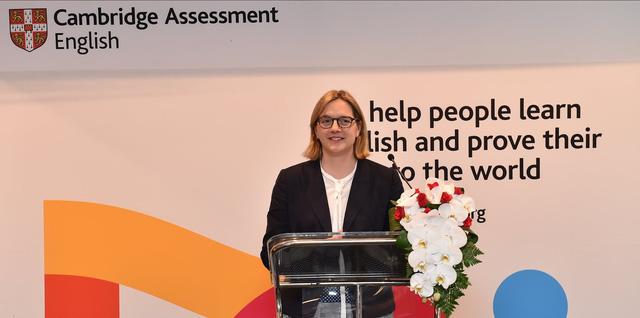Tổng Giám đốc Cambridge Assessment English: Kỹ năng tiếng Anh nơi làm việc là vấn đề lớn với người lao động - Ảnh 1.