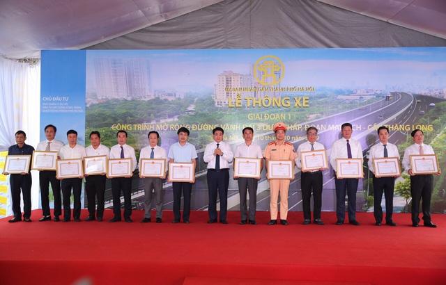 Hà Nội thông xe đường vành đai 3 đoạn Mai Dịch - cầu Thăng Long - Ảnh 2.