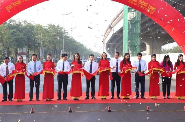 Hà Nội thông xe đường vành đai 3 đoạn Mai Dịch - cầu Thăng Long - Ảnh 1.