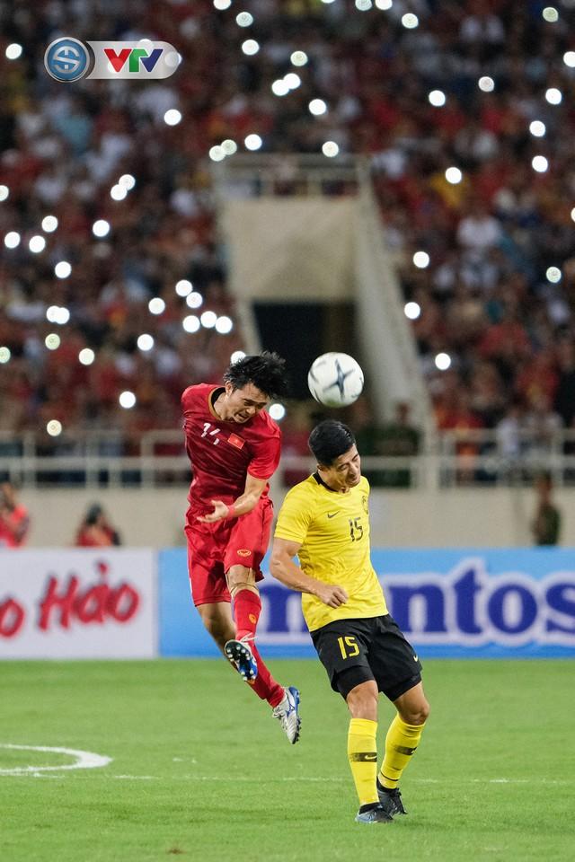 ẢNH: Khoảnh khắc thiên tài của Quang Hải giúp ĐT Việt Nam thắng ĐT Malaysia - Ảnh 12.