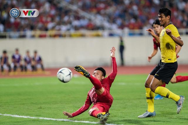 ẢNH: Khoảnh khắc thiên tài của Quang Hải giúp ĐT Việt Nam thắng ĐT Malaysia - Ảnh 9.