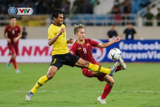 ẢNH: Khoảnh khắc thiên tài của Quang Hải giúp ĐT Việt Nam thắng ĐT Malaysia - Ảnh 13.