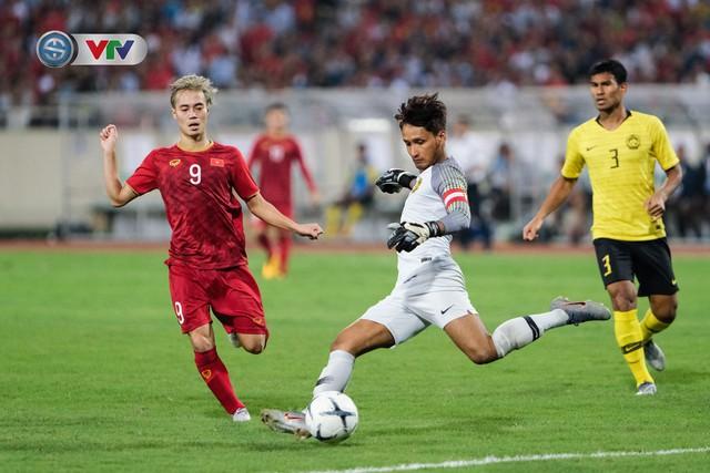 ẢNH: Khoảnh khắc thiên tài của Quang Hải giúp ĐT Việt Nam thắng ĐT Malaysia - Ảnh 14.