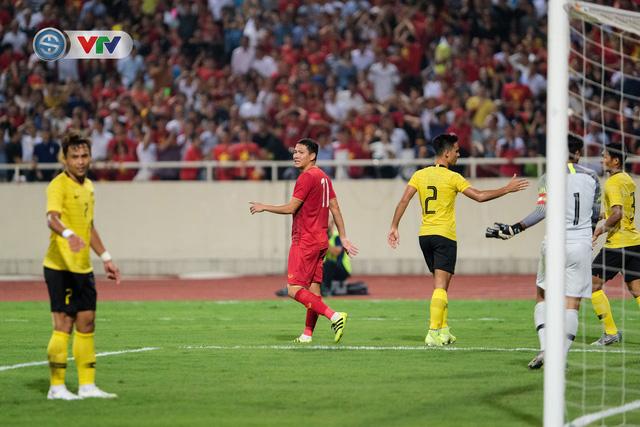 ẢNH: Khoảnh khắc thiên tài của Quang Hải giúp ĐT Việt Nam thắng ĐT Malaysia - Ảnh 17.