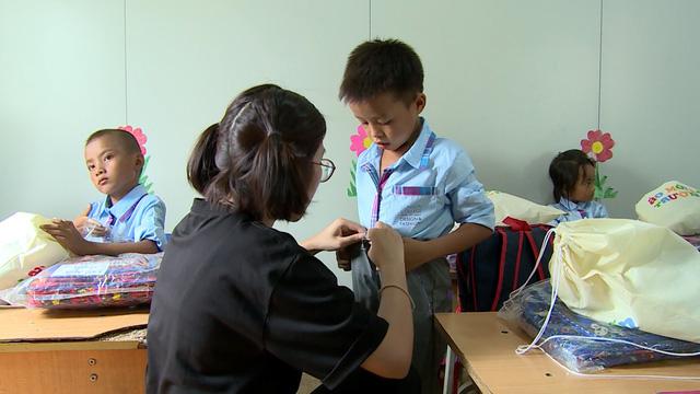 Quỹ Tấm lòng Việt tiếp bước đến trường cho học trò nghèo vượt khó tỉnh Bắc Kạn - Ảnh 5.