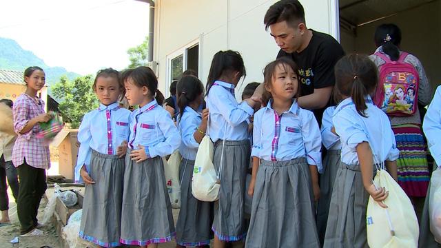 Quỹ Tấm lòng Việt tiếp bước đến trường cho học trò nghèo vượt khó tỉnh Bắc Kạn - Ảnh 4.