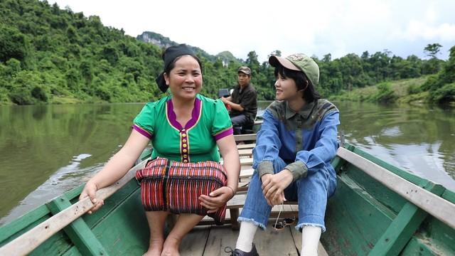 Nhã Phương, Lê Cát Trọng Lý xuất hiện giản dị trong chuyến đi từ thiện Cả nước chung tay vì người nghèo - Ảnh 4.