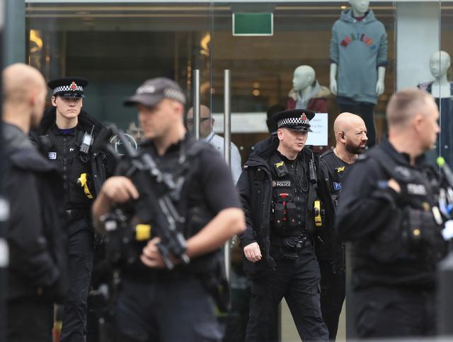 Tấn công bằng dao tại Manchester, Anh - Ảnh 4.