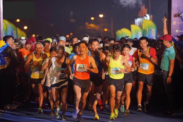 Minh Hằng cá tính tham gia chạy tại Revive Marathon xuyên Việt - Ảnh 1.