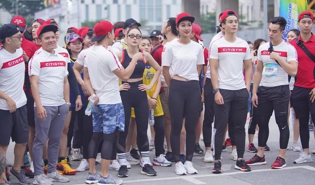 Minh Hằng cá tính tham gia chạy tại Revive Marathon xuyên Việt - Ảnh 5.