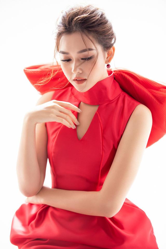 """Trước thềm Miss International 2019, Á hậu Tường San lại """"ghi điểm"""" với pha """"biến hình"""" này - Ảnh 7."""