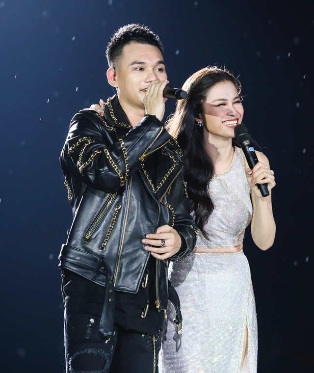 Đông Nhi bất ngờ được tổ chức sinh nhật ngay trên sân khấu Hà Nội - Ảnh 3.