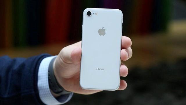 Chú ý: iPhone SE 2 có bản màu đỏ, giá thì siêu tốt! - Ảnh 1.