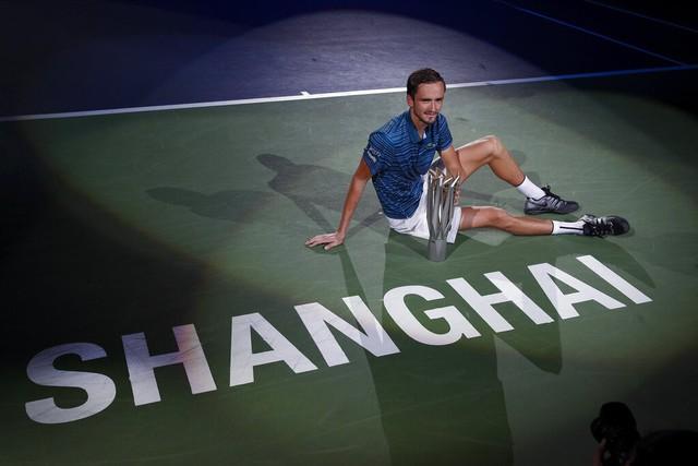 Thần đồng quần vợt Nga đe dọa vị trí thứ 3 thế giới của Federer - Ảnh 1.