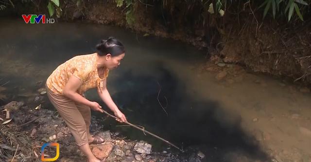 Phát hiện dầu thải ở đầu nguồn nước sạch sông Đà - Ảnh 1.