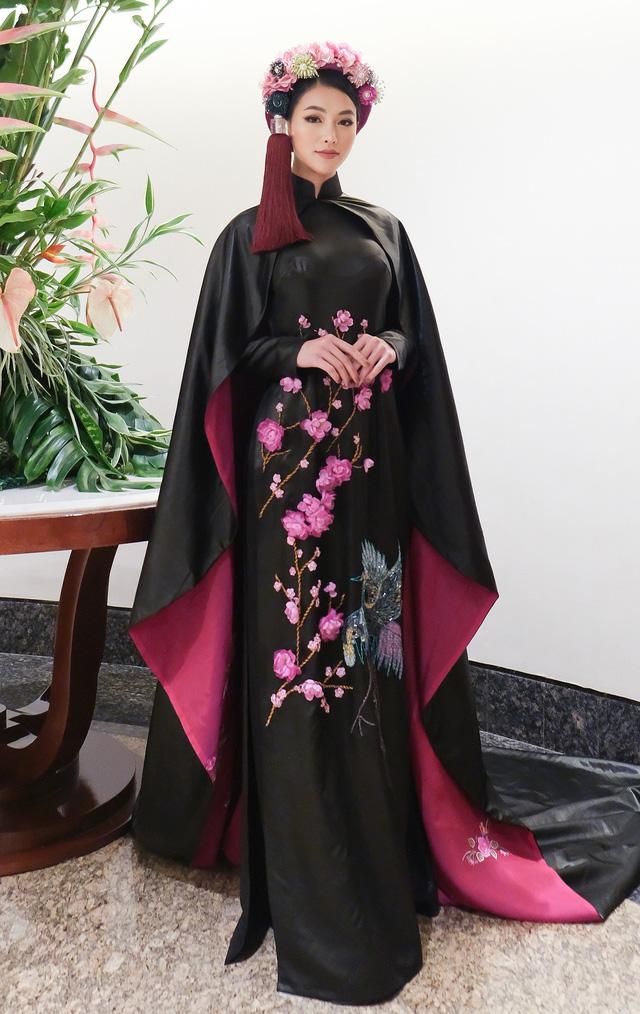 Phương Khánh diện áo dài lộng lẫy chấm thi Miss Earth 2019 - Ảnh 15.
