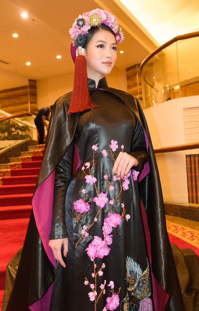 Phương Khánh diện áo dài lộng lẫy chấm thi Miss Earth 2019 - Ảnh 9.
