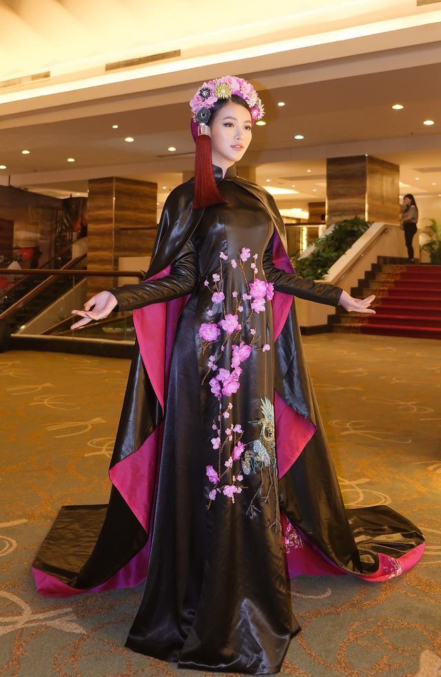 Phương Khánh diện áo dài lộng lẫy chấm thi Miss Earth 2019 - Ảnh 8.