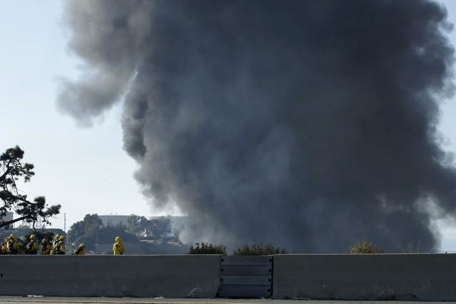 Nổ gây cháy lớn tại nhà máy lọc dầu bang California, Mỹ - Ảnh 4.