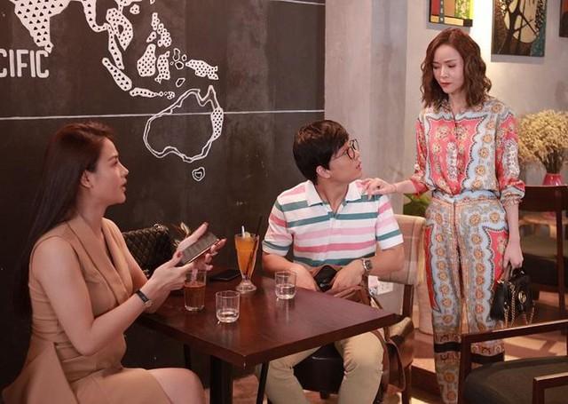 Diễm Hương diễn lại màn rót nước sôi lên tay BTV Kim Ngân - Ảnh 1.