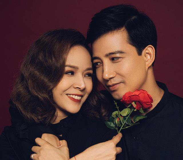 Diễm Hương diễn lại màn rót nước sôi lên tay BTV Kim Ngân - Ảnh 2.