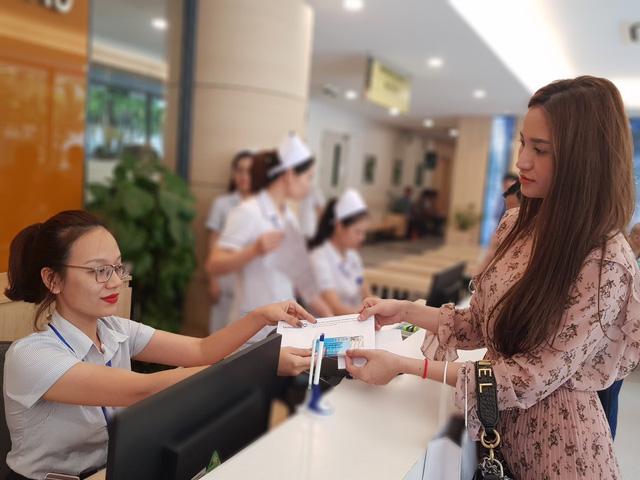Bệnh viện Ung Bướu Hà Nội triển khai dịch vụ thanh toán viện phí trực tuyến bằng thẻ khám bệnh - Ảnh 1.