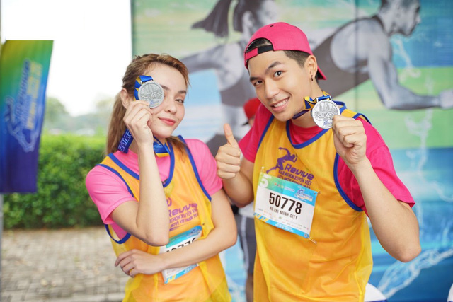 Vừa trở về từ LHP Busan, Quốc Anh bị chị đẹp Mlee rủ rê chạy marathon - Ảnh 3.
