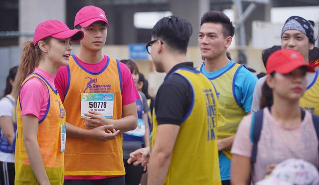 Vừa trở về từ LHP Busan, Quốc Anh bị chị đẹp Mlee rủ rê chạy marathon - Ảnh 2.