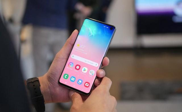 Samsung sẽ sớm vá vấn đề nhận dạng vân tay trên Galaxy S10 - Ảnh 1.