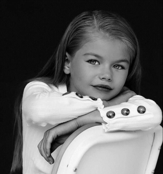 Mẫu nhí 6 tuổi người Nga được ca ngợi là bé gái xinh đẹp nhất thế giới - Ảnh 5.