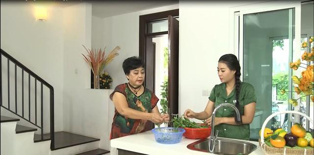 Gia đình 4.0: Thanh Hương xúi chồng livestream bán hàng trên mạng, bị mẹ chồng ghét ra mặt - Ảnh 1.