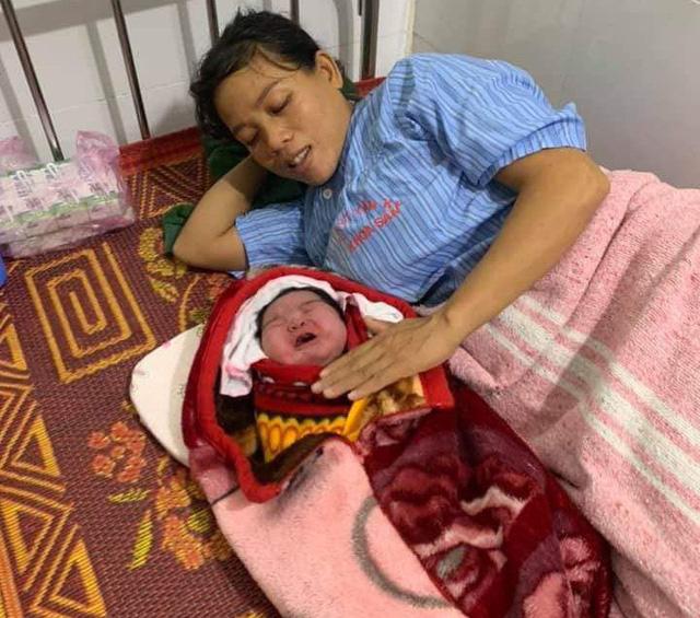 Sản phụ ở Nghệ An sinh thường bé gái nặng 5,5kg - Ảnh 1.