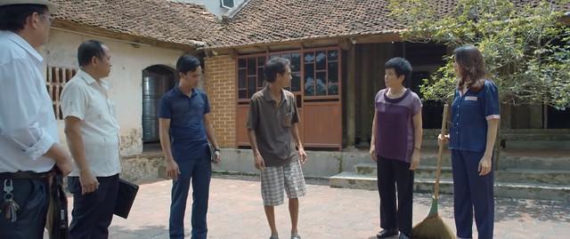Hoa hồng trên ngực trái - Tập 23: Thiếu tiền làm ăn, Thái âm thầm bán đất ở quê của bố mẹ Khuê? - ảnh 1