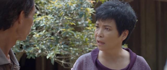 Hoa hồng trên ngực trái - Tập 23: Thiếu tiền làm ăn, Thái âm thầm bán đất ở quê của bố mẹ Khuê? - ảnh 2