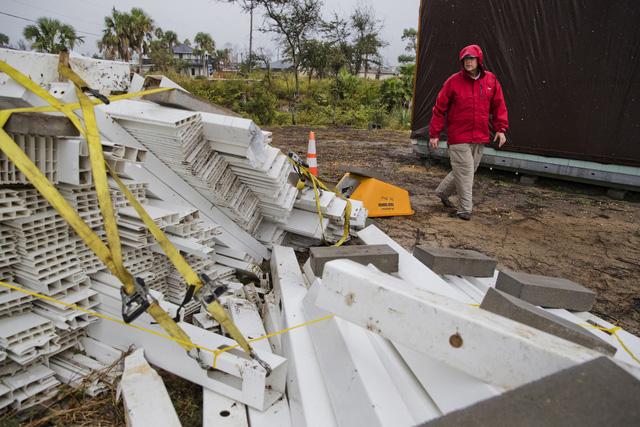 Bão mạnh tiếp tục gây mất điện cho hàng trăm nghìn nhà ở Mỹ - Ảnh 2.