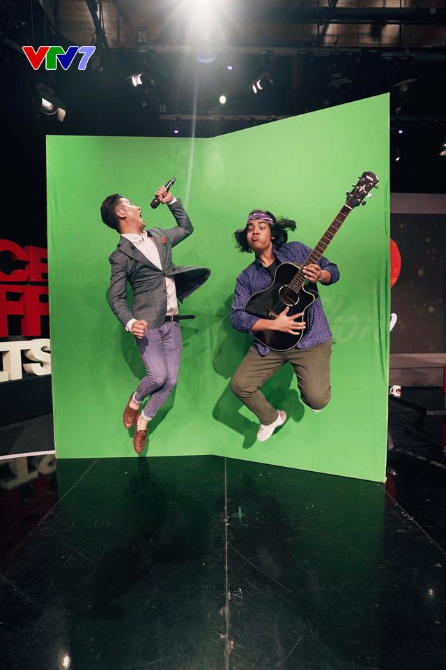 Host Michael Lưu và Jayden Trịnh quậy tưng bừng IFO số 8 - Ảnh 1.