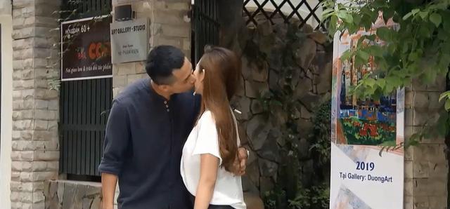 Những nhân viên gương mẫu - Tập 44: Liên bắt gặp chồng Nguyệt đi ngoại tình - Ảnh 2.