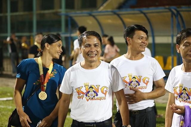 CLB Hà Nội tưng bừng nâng cúp vô địch V.League 2019 - Ảnh 9.