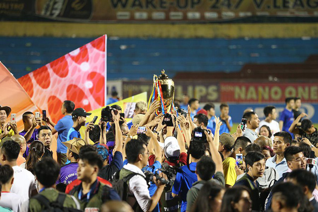 CLB Hà Nội tưng bừng nâng cúp vô địch V.League 2019 - Ảnh 12.