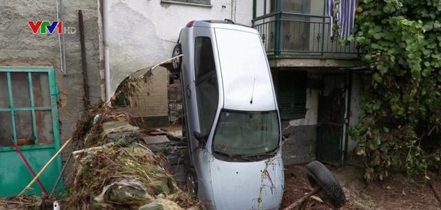 Mưa lớn gây thiệt hại nặng tại Italy - Ảnh 2.