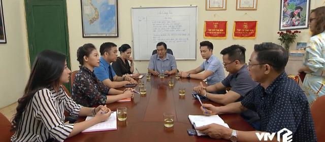 Những nhân viên gương mẫu - Tập 44: Nhân viên ngỡ ngàng khi biết tin sếp Nguyên xin nghỉ hưu sớm - Ảnh 1.