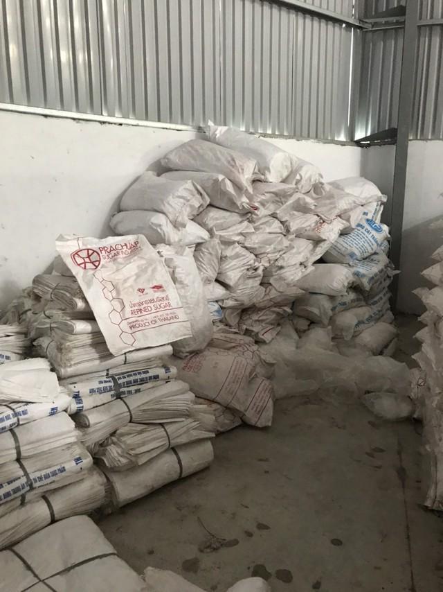 Bình Dương: Thu giữ gần 250 tấn đường cát nhập lậu - Ảnh 1.