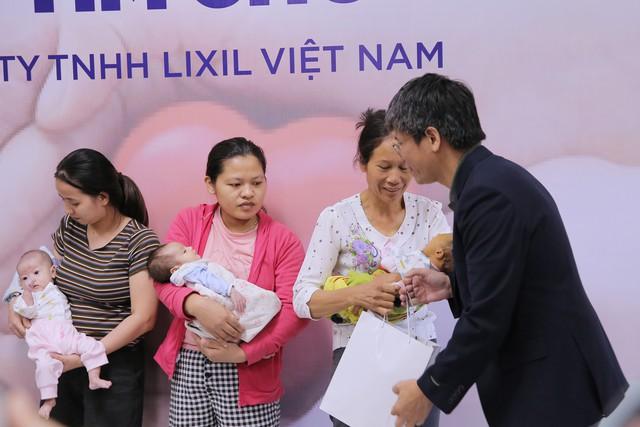 Quỹ Tấm lòng Việt và LIXIL Việt Nam chung tay hỗ trợ phẫu thuật tim bẩm sinh cho các bệnh nhi có hoàn cảnh khó khăn - Ảnh 15.