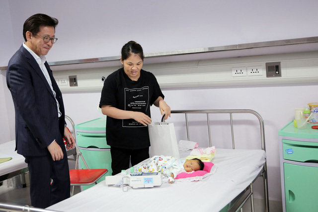 Quỹ Tấm lòng Việt và LIXIL Việt Nam chung tay hỗ trợ phẫu thuật tim bẩm sinh cho các bệnh nhi có hoàn cảnh khó khăn - Ảnh 27.